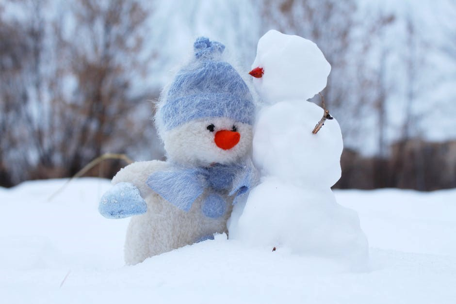 a couple of snowmen wondering how to beat the winter blues